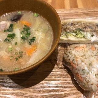豚汁、おにぎり、サバサンド(カヤバヤ 横浜ランドマーク店)