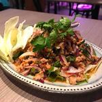 鶏ひき肉のイサーンサラダ(タイ料理 コンロウ恵比寿)