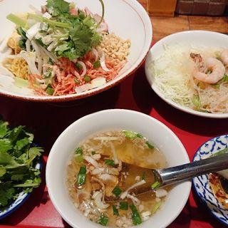 汁なし混ぜそば(中華麺)(バンコク屋台 カオサン )