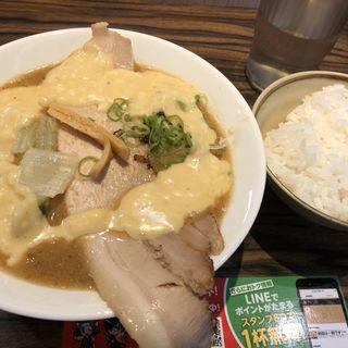 ラクレットチーズみそラーメン(札幌味噌のマルエス)