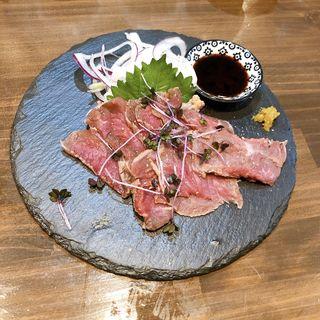 ダチョウのたたき(獣 鉄板焼 tamaya)