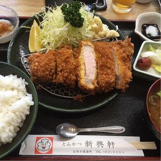 とんかつ定食(新興軒 )