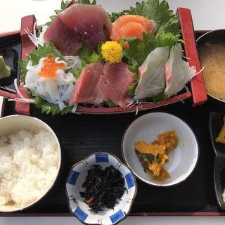 舟盛り定食(みっちゃんの魚や食堂 )