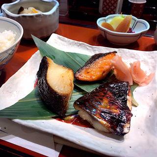 味くらべ鈴波定食(鈴波中部国際空港店 (スズナミ))