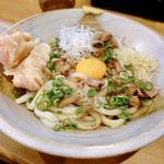 豚の角煮うどん 釜玉風(冷)