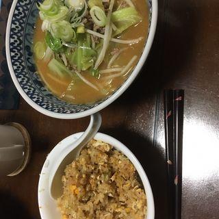 味噌ラーメンと半炒飯(創作料理 我家)