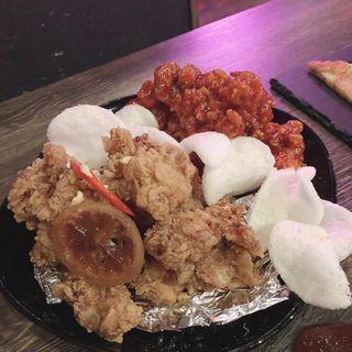 ヤンニョムチキンとハニー醤油チキンハーフずつ(ぶりやチカチキン)