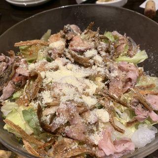 鶏のたたきのシーザーサラダ(スミヤキ エビス)