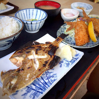Cセット定食(焼ガレイ、アジフライ)(ドライブインサザエ )