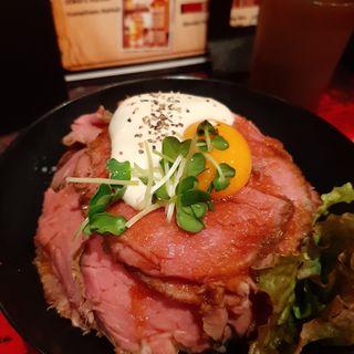 ローストビーフ丼(RED ROCK)
