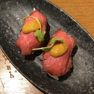 練うにのせローストビーフにぎり寿司(和食さと 伊丹北店 )