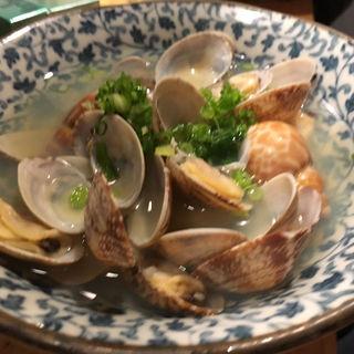 貝の酒蒸し(角打 魚助)