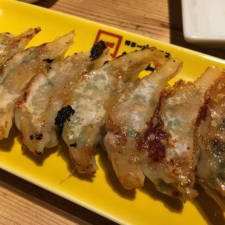 焼餃子(8個)(博多一口肉餃子 一ロ 博多バスターミナル店)