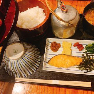 昼焼鮭定食(おひつ膳 田んぼ 代々木本店 (おひつぜん たんぼ))