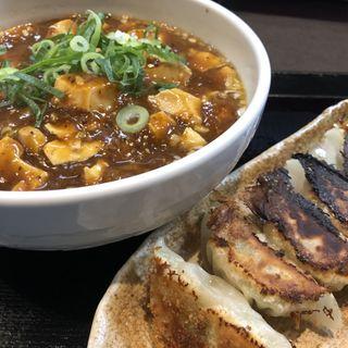 痺れの四川山椒と青山椒の四川麻婆麺 と 焼き餃子(熱血食堂すわ (ネッケツショクドウスワ))