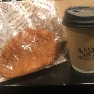 テイクアウトのホットコーヒー&カレーパン(オサル コーヒー)