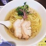 塩生姜らー麺(塩生姜らー麺専門店 MANNISH (マニッシュ))