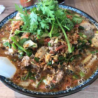 トムヤムサクラ麺(バーン・メイ)
