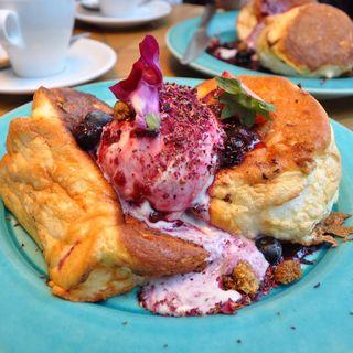 パンケーキ ミックスベリー (METoA Cafe & Kitchen)