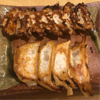 肉汁餃子と焼き餃子(餃子酒場こぶくろ)