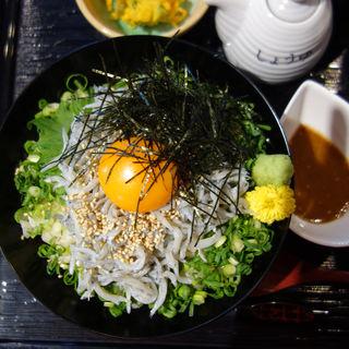釜揚げしらす丼定食(博多海鮮処 しらすくじら 明神丸)