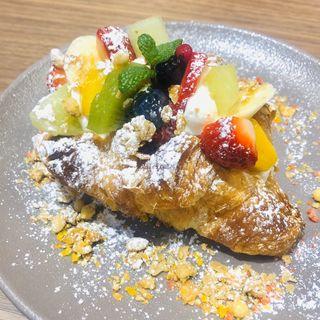 クロワッサンフルーツサンド(SHIBUYA PARLOR 幸せのフルーツ)