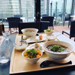 牛肉のフォーとベトナム炒飯セット(ベトナムフレンチ チャオサイゴン 肥後橋店)