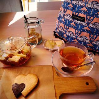 林檎の紅茶とハートのクッキー