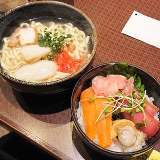 海鮮丼+沖縄そば