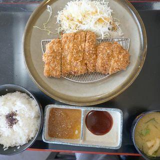 福岡県産ハーブ仕上げの豚ロースカツ定食(150g)(とんかつ ちづる 大刀洗店)