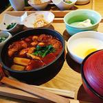赤味噌仕立ての鶏の味噌すき焼き