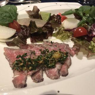 コース 冷製の前菜 牛肉のマリネ季節の野菜添え