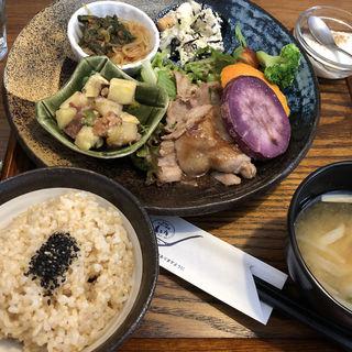 39品目の健康定食(玄三庵)