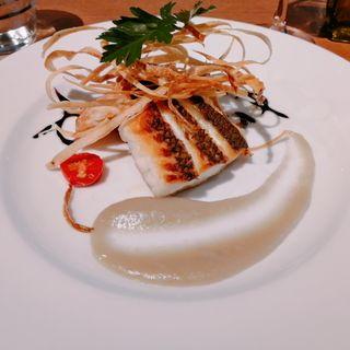 お魚のランチ 前菜盛り合わせのセット 真鯛のポアレゴボウのピュレソース