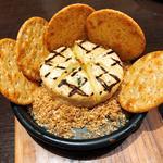 カマンベールチーズのロースト〜贅沢なフランス産蜂蜜をたらして〜