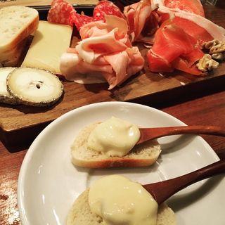 シャルキュトリーとチーズ盛合せ(スブリデオ・レストラーレ)