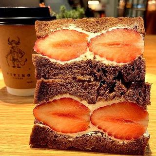 苺とマスカルポーネサンド(VIKING BAKERY F)