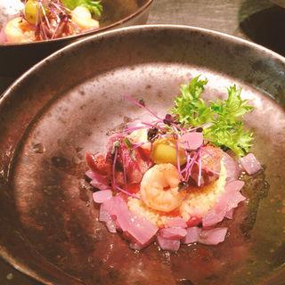 砂肝のコンフィ、生ハムオリーブのタブレ(STEREO Kamakura)