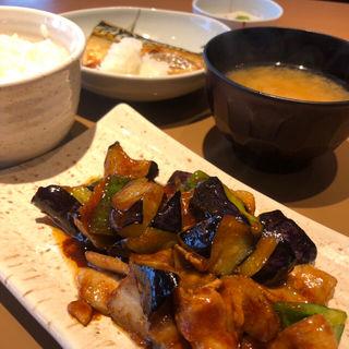 なす味噌と焼魚の定食