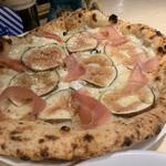 イチジクと生ハムのピザ