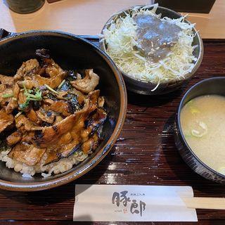 豚カルビ丼(豚郎 伏見店 (ぶたろう))