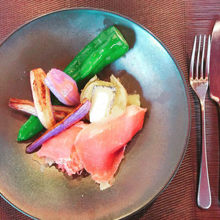 熱々じゃがいものエクラゼ 生ハムと鎌倉野菜(STEREO Kamakura)