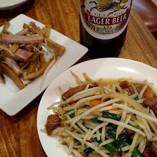 うえぎんセット(瓶ビール・焼豚とメンマ・ニラレバ)