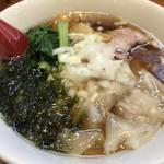 背脂煮干ワンタン麺
