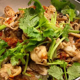 鶏肉ときのこと蓮根とレモングラスの混ぜご飯(ヨヨナム)
