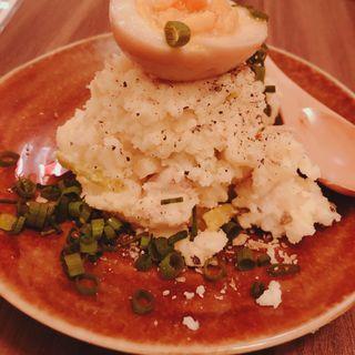 ベーコンと長葱のポテトサラダ 〜燻製ネギ醤油半熟卵のせ〜(ネギッチン negi negi  辻堂店)