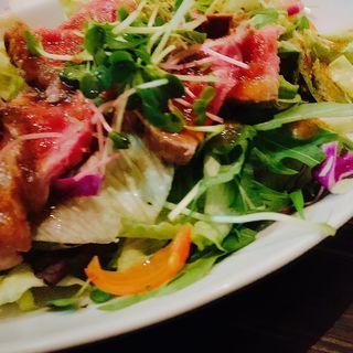 ローストビーフのサラダ(9品コース)(肉バル MEAT BOY N.Y 梅田大阪駅前店)