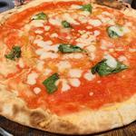 オレガノとモッツァレラのトマトソースピッツァランチ(BERNINI)