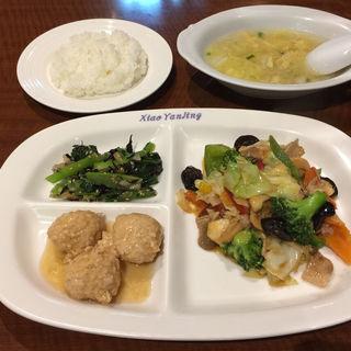 牛肉と野菜のオイスター炒め(小燕京 (ショウエンキン))