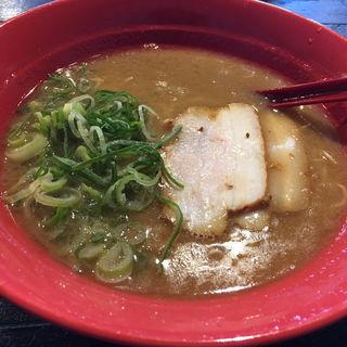 豚骨ラーメン(トマトラーメンと辛麺のお店 DOPO 空港東店)